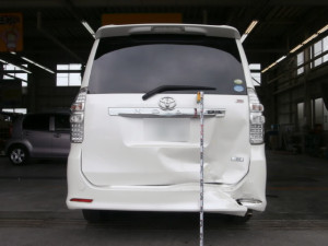 施工前 : 一般補修(鈑金塗装)トヨタ ノア リア周りの修理