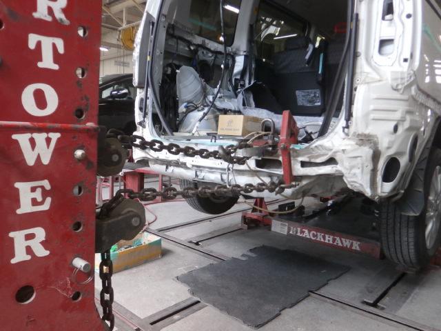 03施工前 : 一般補修(鈑金塗装)トヨタ ノア リア周りの修理
