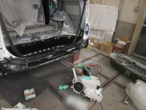 04施工前 : 一般補修(鈑金塗装)トヨタ ノア リア周りの修理